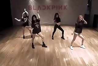 BLACKPINK - Boombayah hot dance effort