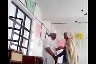 A 70 yrs elderly guy sex with 30 yrs bold lady in classroom.