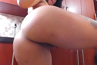 Sexy arab has fun in the kitchenette