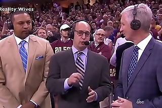Celebrity Lebron James Accidentally Show his Hawkshaw in TV