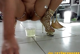 PEEING ASIAN GIRL: ASIAN PISSING AND SHAVING BTS COMPILATION
