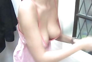 Babe show knockers