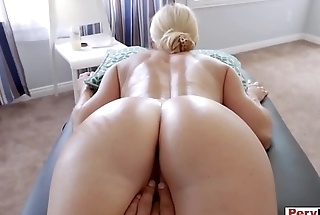 Stuffing my erotic MILF stepmom like a turkey